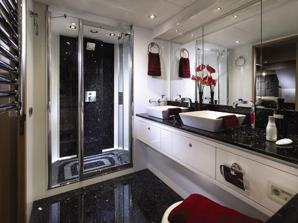 Sunseeker 88 Yacht Owner's En Suite
