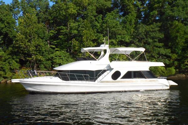 Bluewater Yachts 5200 LE Custom Port profile