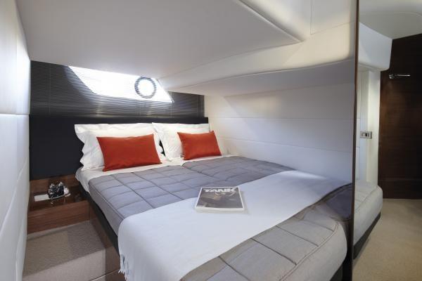 Aft Cabin w Sliding Berths