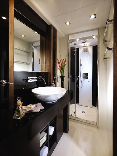 Sunseeker 80 Yacht Owner's En Suite