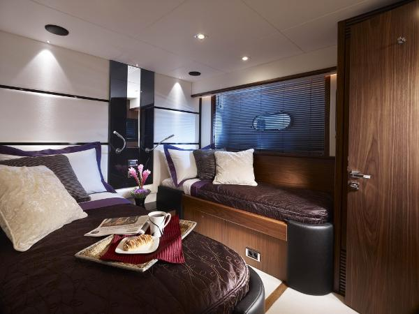 Sunseeker 80 Yacht Guest Cabin