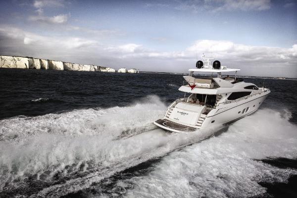 Sunseeker 80 Yacht Stern