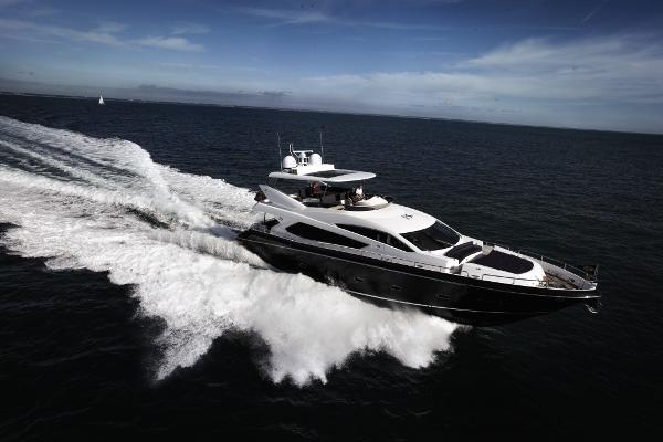 Sunseeker 80 Yacht Cruising