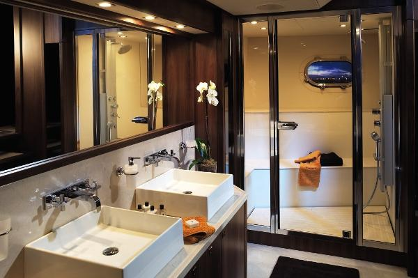 Sunseeker 40M Yacht Owner's En Suite