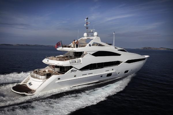 Sunseeker 40M Yacht Stern