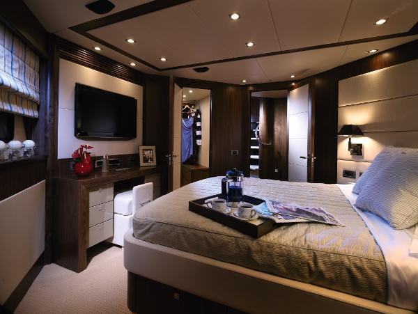 Sunseeker 34M Yacht VIP Stateroom