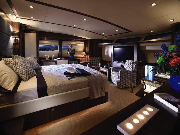 Sunseeker 34M Yacht Owner's Stateroom