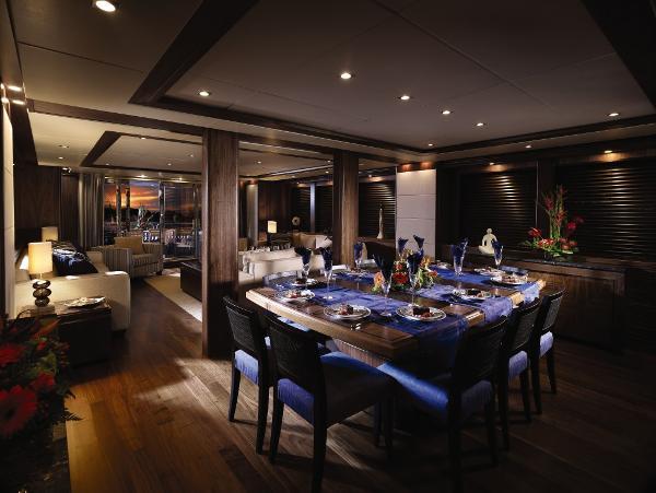 Sunseeker 34M Yacht Dining
