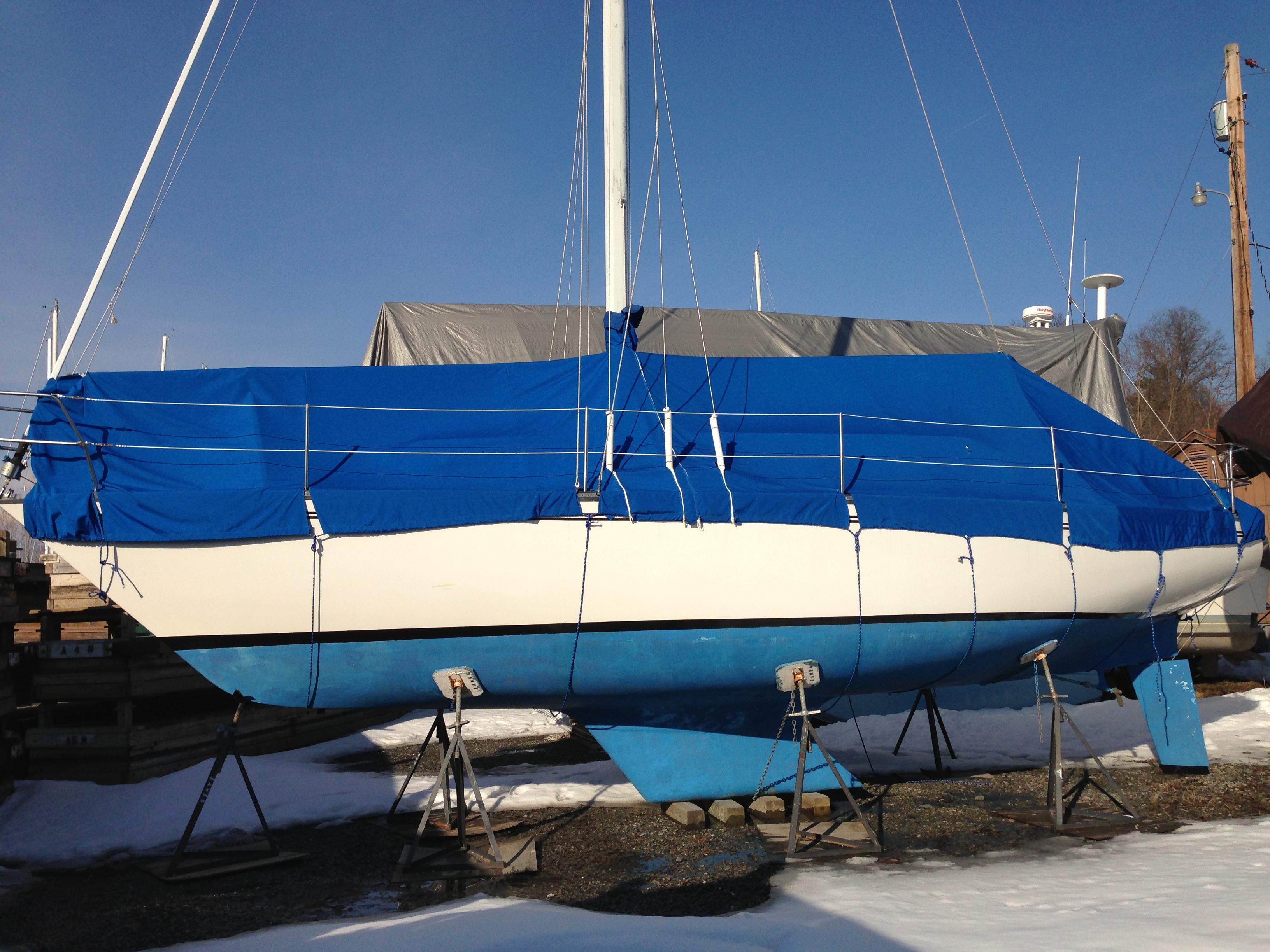 Hunter 33 foot sloop