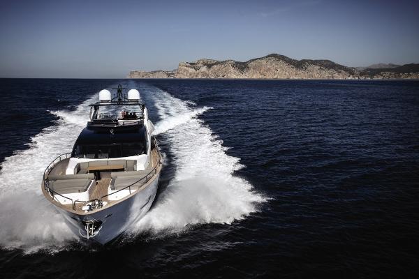Sunseeker 28 M Yacht Cruising