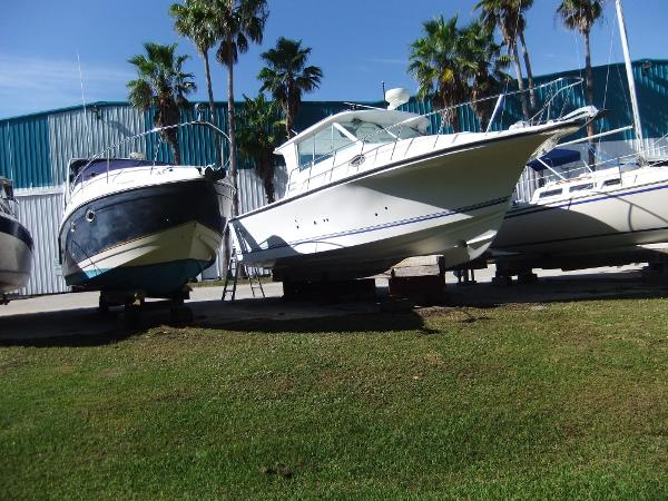 Baha Cruisers 300 Gle Port side bow