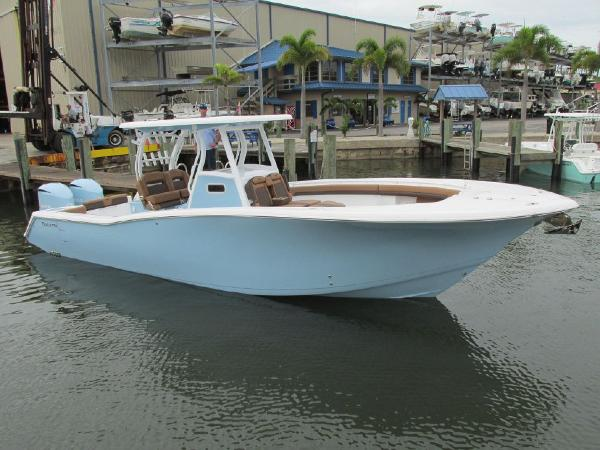 Tidewater Boats 320 Custom