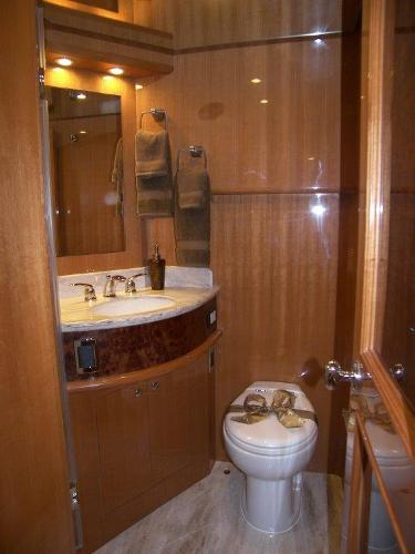 Mid Guest Stateroom Ensuite Head