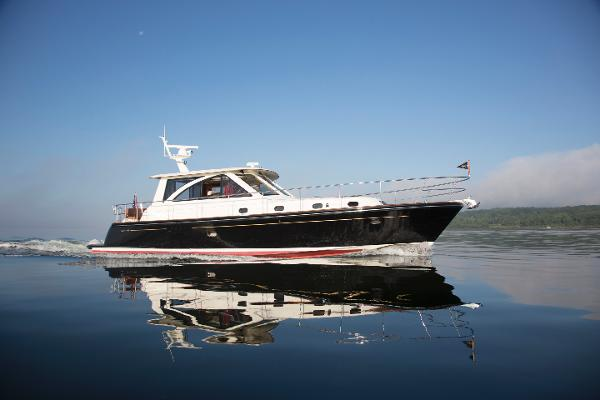 Hunt 44' Express Motor Yacht The Hunt 44' Express Motor Yacht
