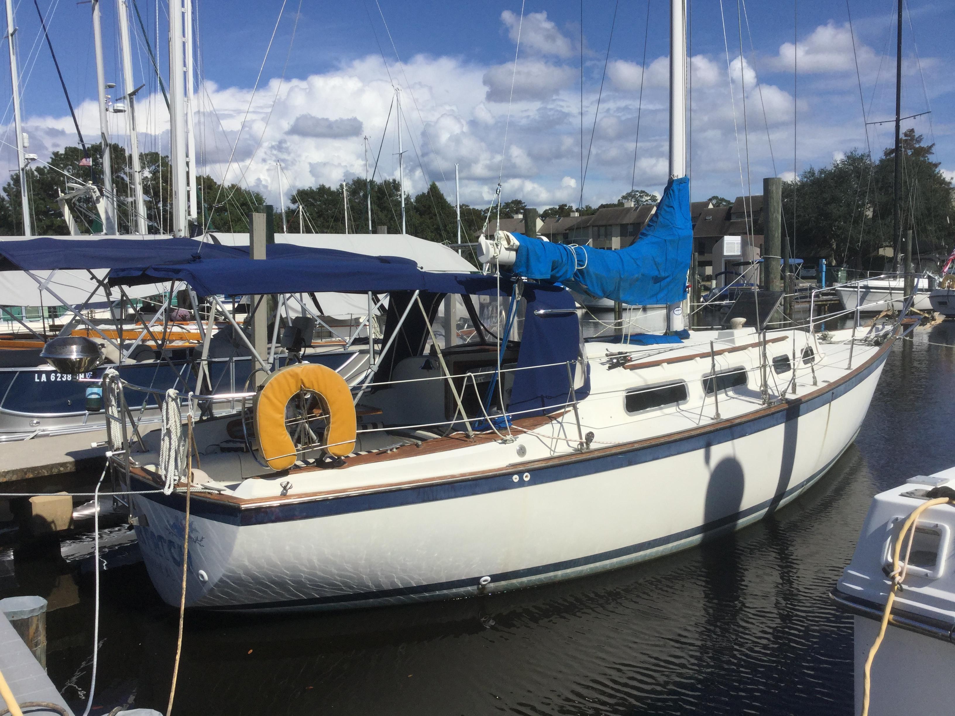 Pearson 323 Pearson Starboard profile