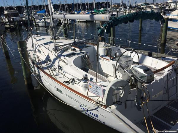 Beneteau 411 Port Side