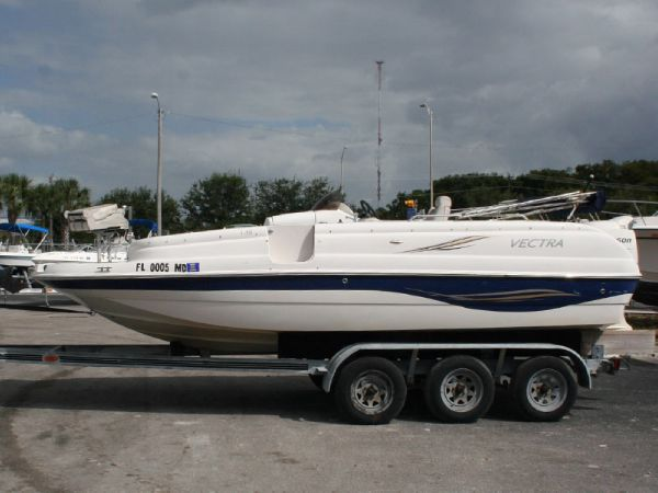 Vectra S-209 Deck Boat