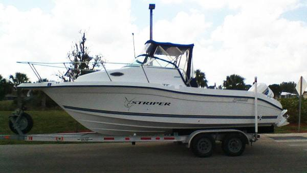 Seaswirl Striper 2300 Walkaround OB