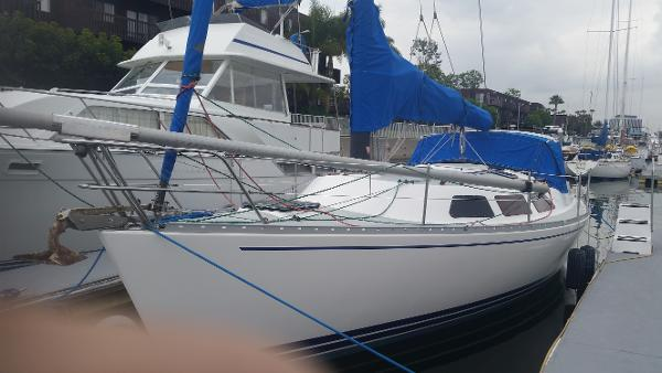 Freedom Yachts 32 view of port side while berthed