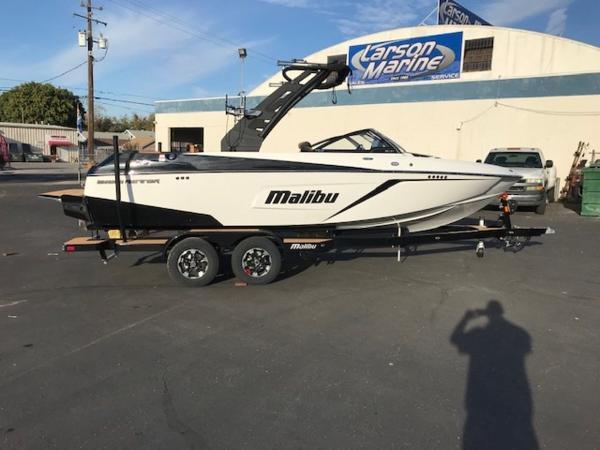 Malibu Boats 22 LSV