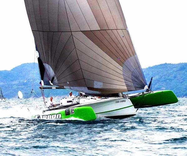 37' Carbon Trimaran Phi 1100 Design 37' Carbon Trimaran Exhilerating Performance