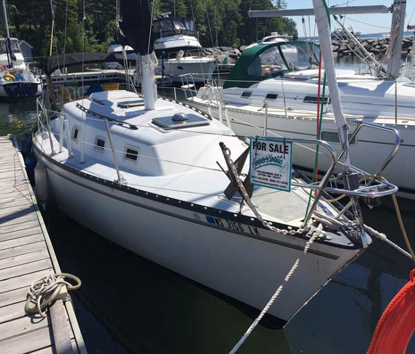 Hunter 30 For sale at the dock