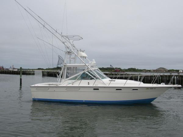 Pursuit 3100 Open Sportfish Profile