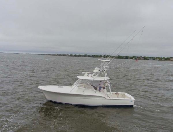 Jersey Cape Devil 36 Express Custom Carolina Profile