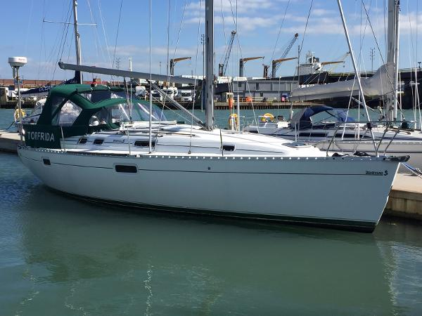 Beneteau Oceanis 351 Hull and rigging