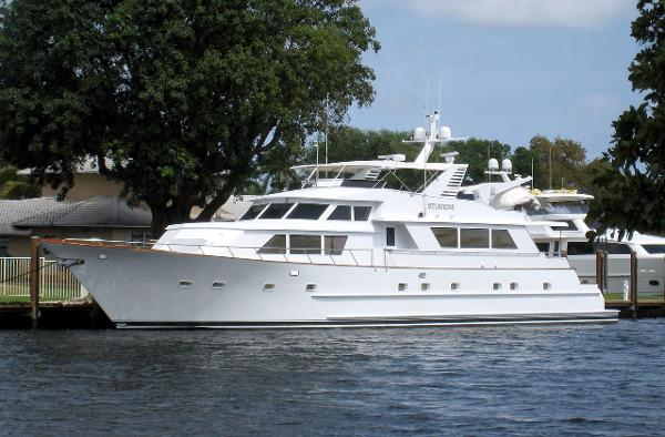 Broward Motor Yacht 100' Broward Motor Yacht SITUATIONS