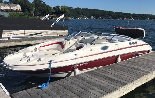 Larson 234 Escape Deck Boat