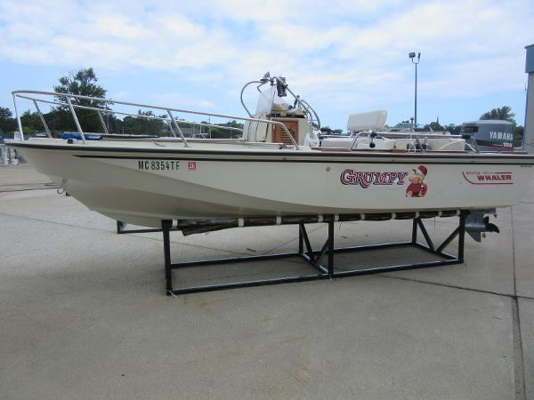 Boston Whaler Outrage 18 BOSTON WHALER 18 OUTRAGE