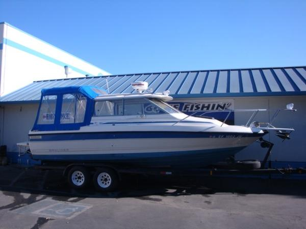 Bayliner 2459 Cuddy