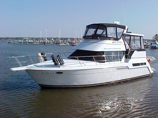 Carver 355 Aft Cabin Photo 1