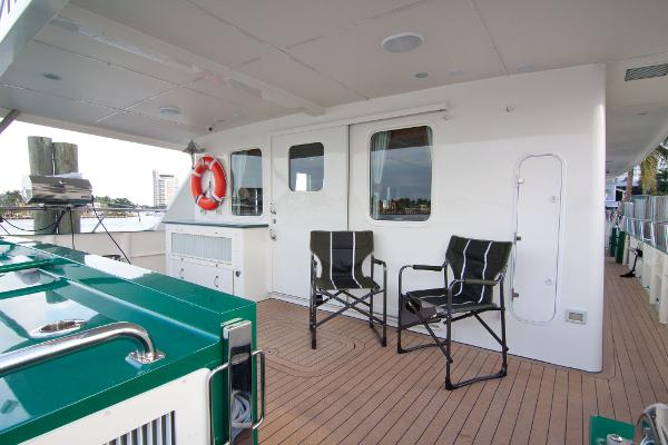 Salon level aft deck