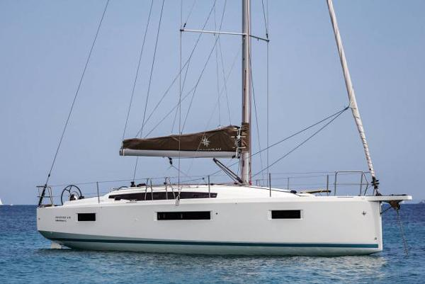 Jeanneau Sun Odyssey 410 Manufacturer Image: At anchor