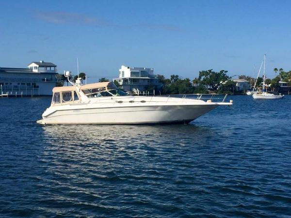 Sea Ray 440 Sundancer Starboard Profile