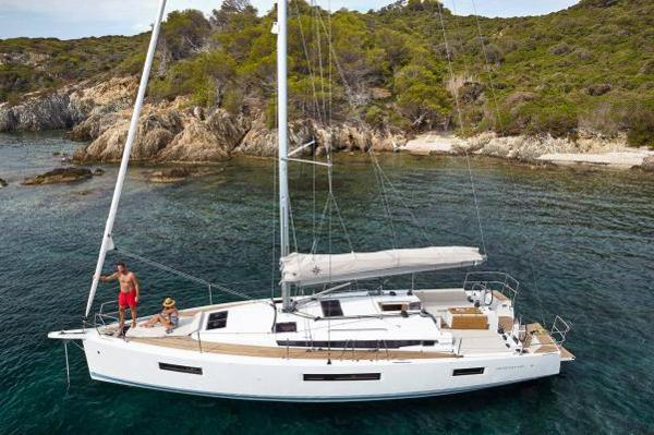 Jeanneau Sun Odyssey 440 Manufacturer Image: At anchor