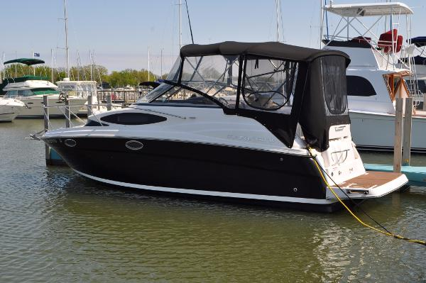 Regal 2565 Express Cruiser Starboard Side