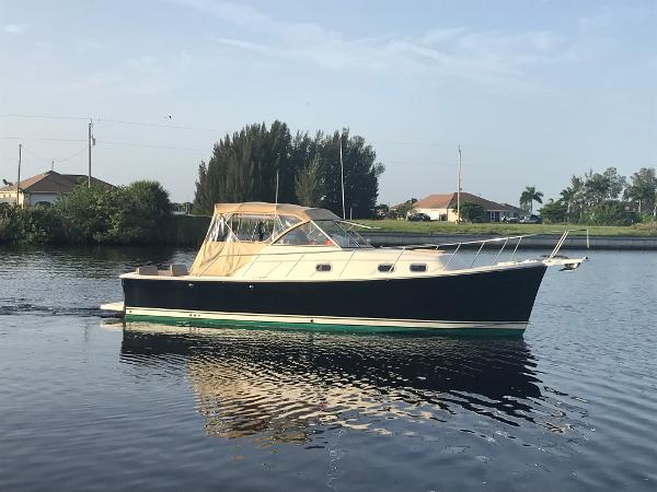 Mainship 30 Pilot Sedan Profile