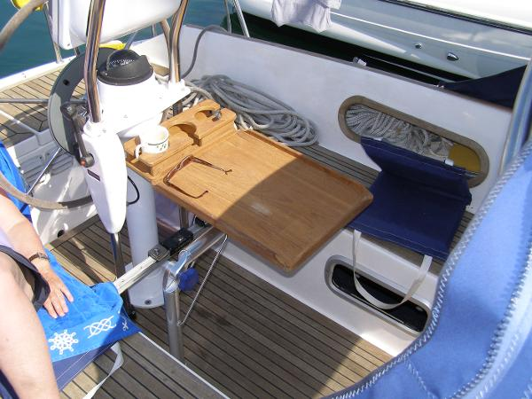 Foldaway cockpit table