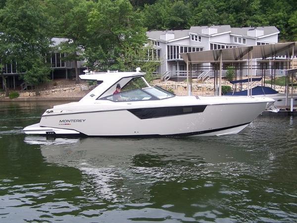 Monterey 378 SE Bowrider