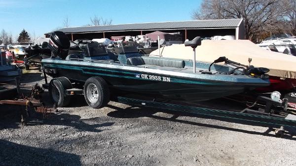 Champion Boats 202