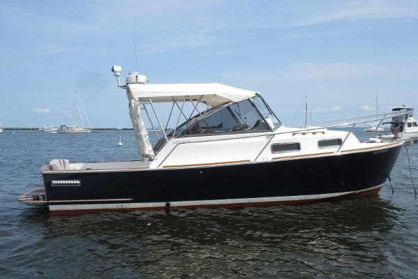 Legacy Yachts 28 Legacy 28 Carel J hull profile