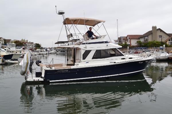 Cutwater 30' Command Bridge Sea Wind'O