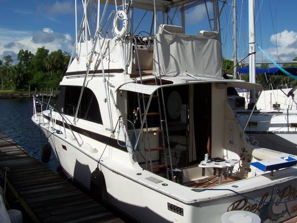 Bertram 33 II Flybridge Cruiser
