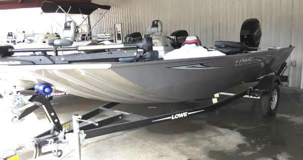 Lowe Stryker 17