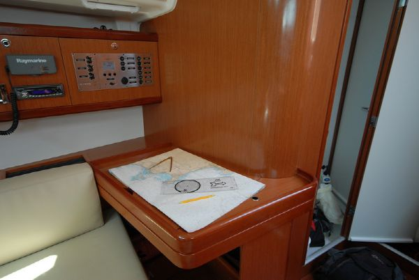 Moorings M43.3 Chart Table