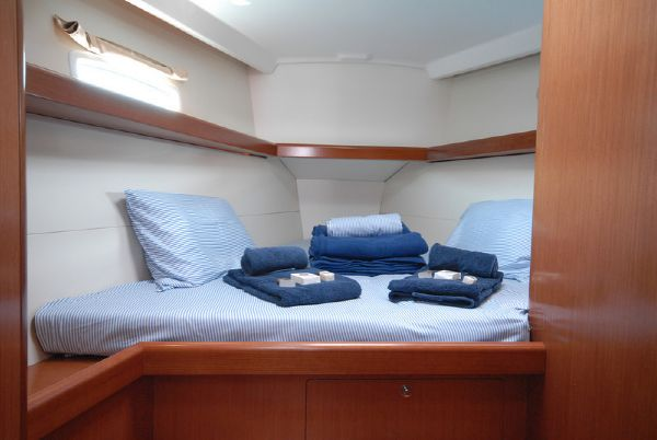 Moorings M43.3 Forward Cabin