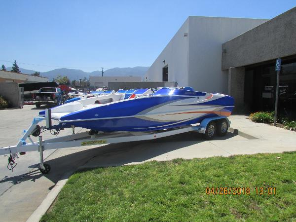 Shockwave 22' DECK BOAT - OUTBOARD